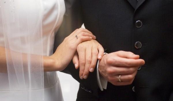 Familia are la bază uniunea dintre bărbat şi femeie