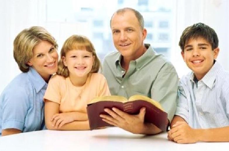 Vocația și misiunea familiei în Biserica și în lumea contemporană