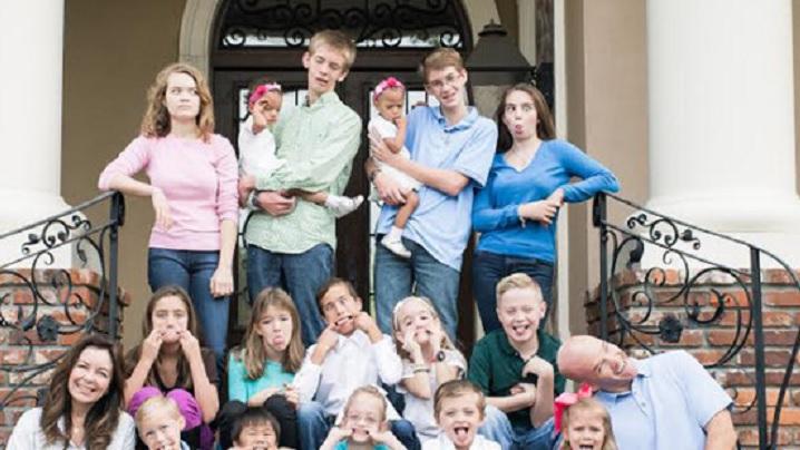 """""""Credința noastră catolică ne definește"""", afirmă o familie cu 18 copii"""
