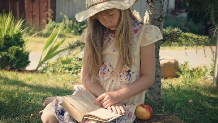 Cărți sau tabletă: ce este mai indicat pentru copii?
