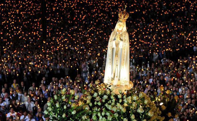 În octombrie, Ziua mariană, în prezenţa Papei şi a statuii originale a Maicii Domnului de la Fatima