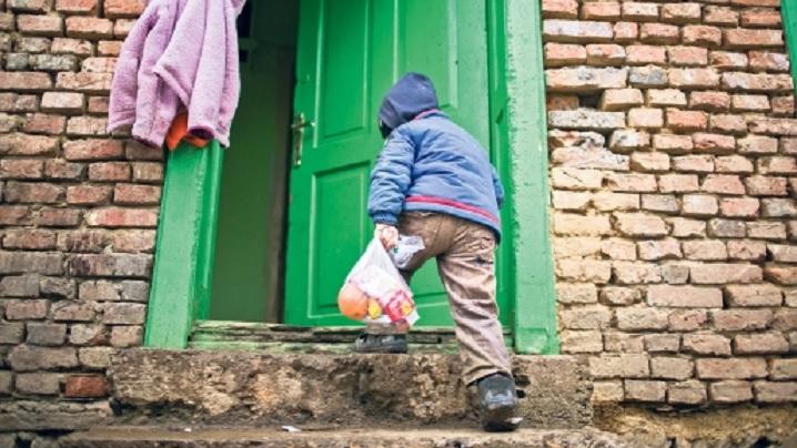 225.000 de copii din România merg la culcare flămânzi