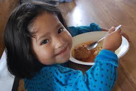 """""""Hrana aflată la dispoziţie în lume ar fi suficientă pentru a le potoli foamea tuturor"""""""