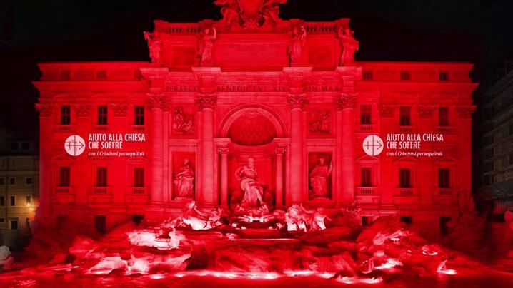 Creștini persecutați: Fontana di Trevi se colorează în roșu