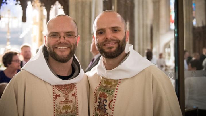 Doi frați gemeni au fost hirotoniți preoți în aceeași zi