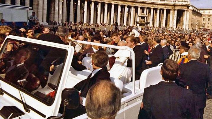 """""""Cum am deviat glonțul tras înspre Papa Ioan Paul al II-lea"""""""