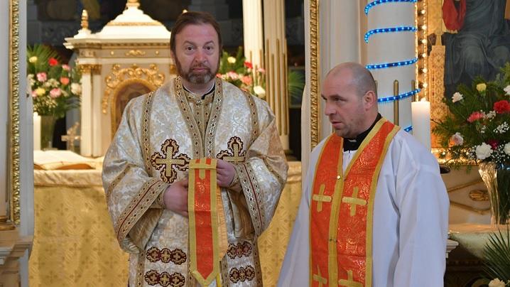 FOTO: Hirotonire de preot în catedrala Lugojului