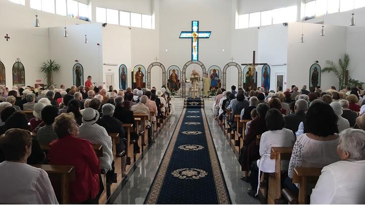 """FOTO: Sărbătoarea parohiei """"Sfântul Petru"""" din Brașov, încununată de prezența Preasfinției Sale Claudiu"""