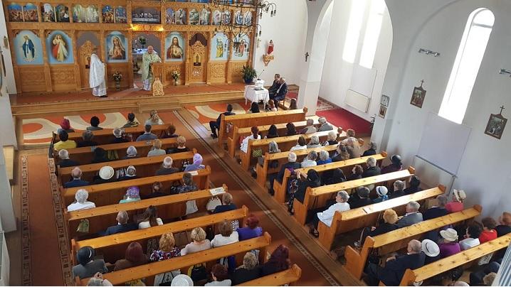 """Foto: 10 ani de la Sfinţirea Bisericii cu hramul """"Sfinţii Petru şi Pavel"""" din Turda"""