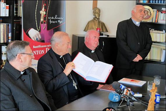FOTO:  Cardinalul Angelo Amato s-a întâlnit cu jurnaliştii la Iaşi