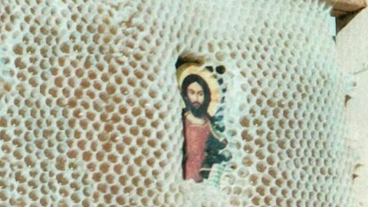 Misterul albinelor care protejază icoanele