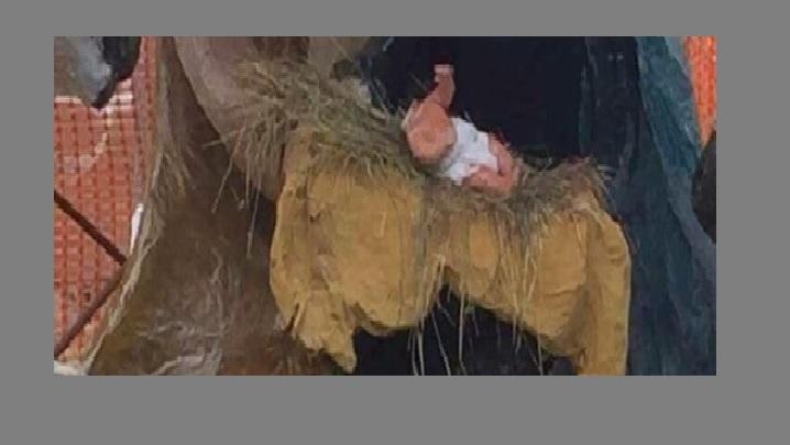 Vandalii distrug ieslea de Crăciun. Statueta cu Pruncul Isus decapitată