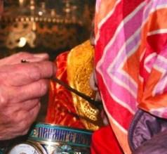 Întrebări de la cititori: Despre acordarea Sfintei Împărtășanii femeilor aflate în perioada menstruală