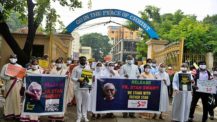 Proteste pentru detenţia unui preot catolic indian, la închisoare cu acuzaţia de terorism