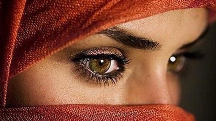O tânără musulmană înlăurată de comunitate din cauza unui mare păcat: iubirea unui creștin