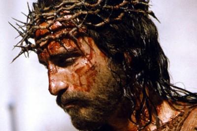 El a luat asupra Sa durerile noastre şi cu suferinţele noastre S-a împovărat