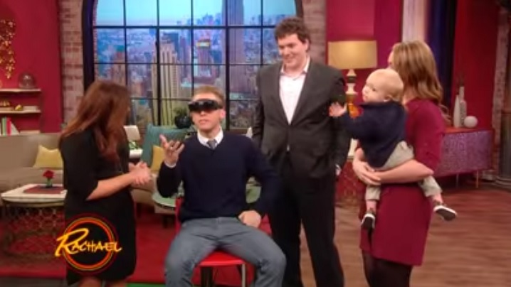VIDEO: Un soț și tată își vede pentru prima dată soția și fiul