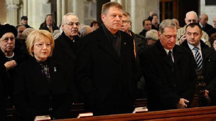 Președintele a participat la slujba de Înviere; soția sa a cântat în corul bisericii