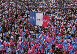 Manifestațiile din Franța dau roade: Guvernul renunță pentru moment la contestata lege împotriva familiei