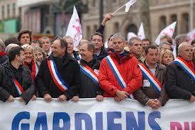 """Succesul mişcării """"Manif pour tous"""" în alegerile municipale din Franţa"""