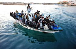 Papa Francisc va vizita insula Lampedusa pentru a fi aproape de refugiați