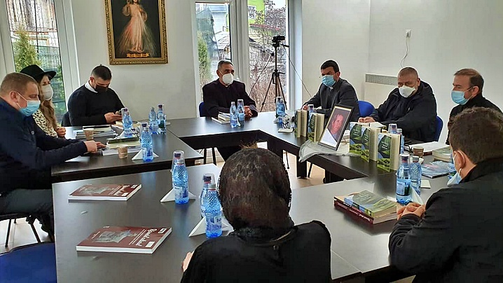 FOTO/VIDEO: Lansare de carte la Oratoriul Parohiei Greco-Catolice Beclean
