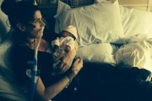 O mamă bolnavă de cancer îşi sacrifică propria viață pentru cea a copilului ei, refuzând avortul