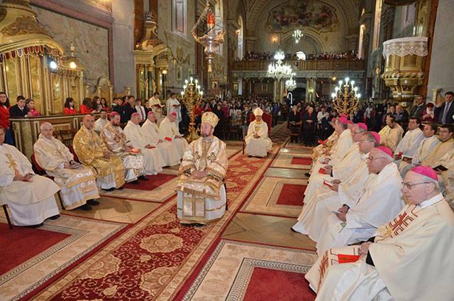 Sfânta Liturghie pentru elevi celebrată de episcopii catolici din Romania la Oradea