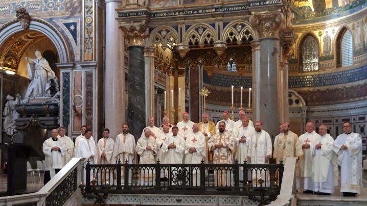 FOTO: Sfânta Liturghie celebrată de Episcopii catolici din România în Bazilica Sf. Ioan din Lateran