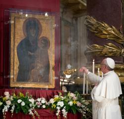 Papa Francisc va prezida astăzi rugăciunea de încheiere a lunii mai dedicată  Maicii Domnului, în Piaţa San Pietro