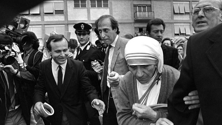 Papa va semna decretul de canonizare a Maicii Tereza de Calcutta