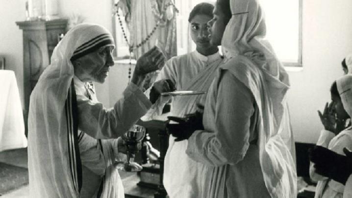 Maica Tereza în 32 de imagini rare