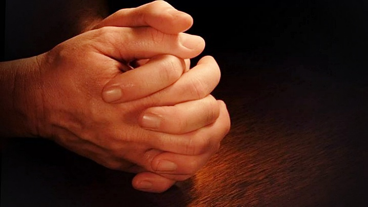 De ce creștinii se roagă cu mâinile împreunate?