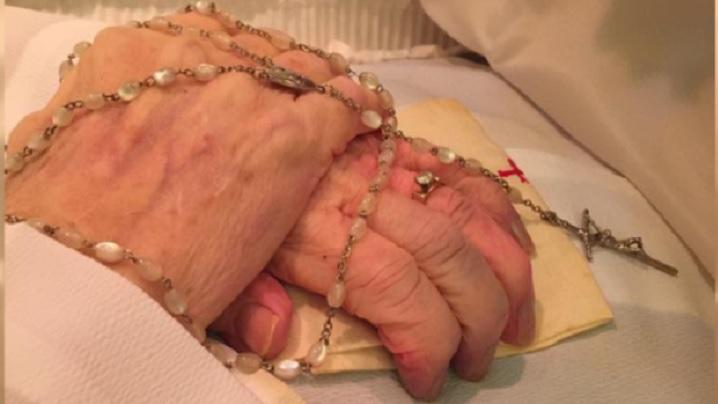 Când mâinile mamei unui preot ajung în cer...