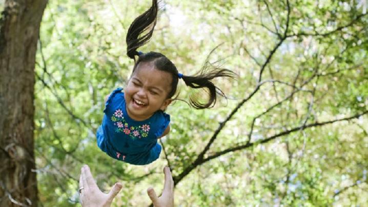 Iubire adevărată: o familie adoptă o fetiță fără brațe și picioare