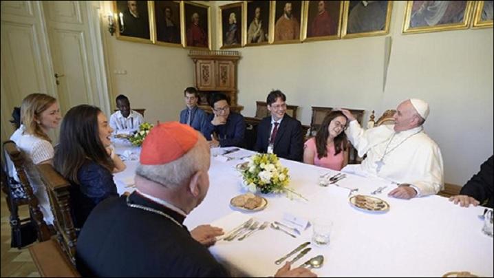 O tânără greco-catolică, la prânzul papei cu tinerii