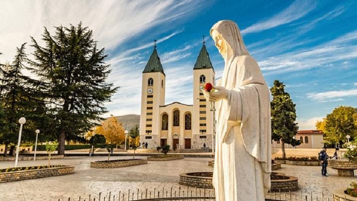 Papa Francisc autorizează pelerinajele la Medjugorje