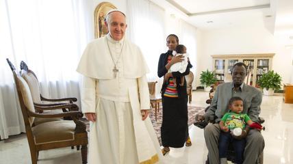 Meriam, femeia creștină persecutată pentru credința în Isus Cristos, s-a întâlnit cu Papa Francisc