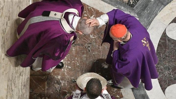 Miercurea Cenușii. Papa Francisc: Dumnezeu a venit la noi pentru ca noi să ne întoarcem la El