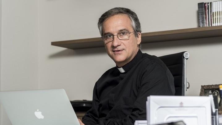 """Mons. Viganò: """"Biserica să fie misionară și pe internet"""""""