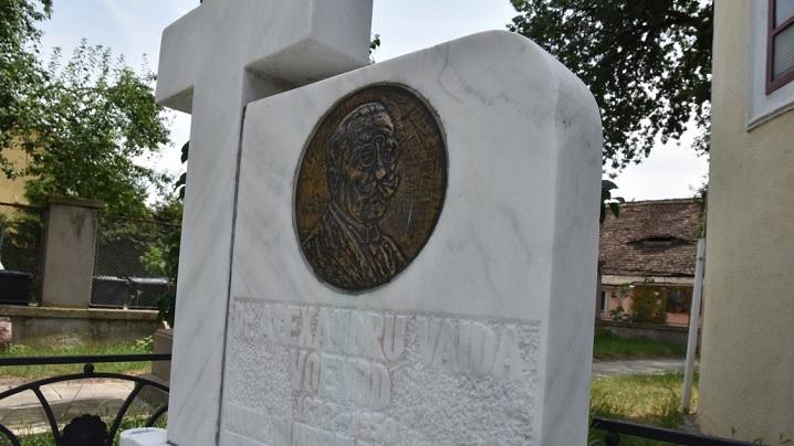În Anul Centenarului Marii Uniri, bustul la mormântul lui Al. Vaida Voevod interzis de un preot ortodox