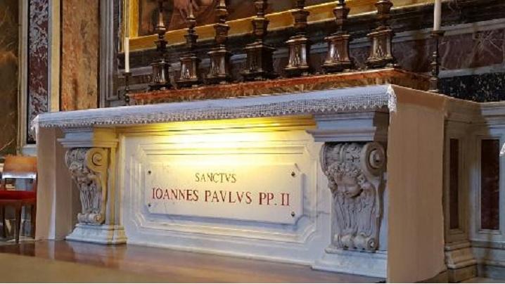 Moaștele Sf. Ioan Paul al II-lea, venerate la București și Cluj-Napoca