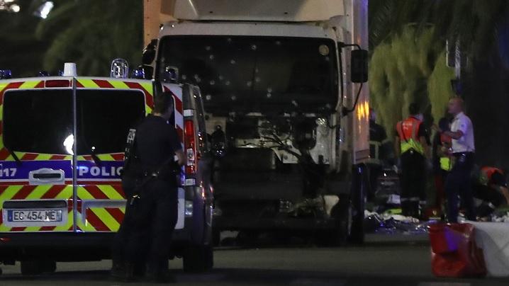 Un nou atac terorist în Franța: peste 84 de morți și 150 de răniți