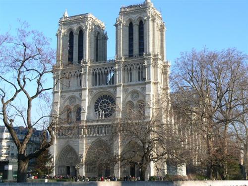 Celebrarea Sfintei Liturghii Greco-Catolice în Catedrala Notre Dame din Paris