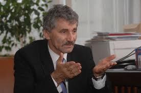 Greco-Catolicii din SUA  îi cer lui Vasile Blaga să-l retragă pe  deputatul PDL Ioan Oltean din comisia de revizuire a Constituției