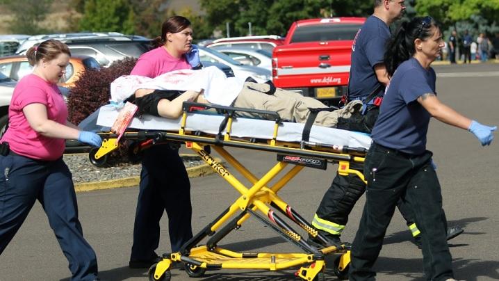 """Autorul masacrului din Oregon a vizat creștinii. Acesta ar fi spus în timpul atacului: """"Bun, pentru că sunteţi creştini, îl veţi vedea pe Dumnezeu în doar o secundă"""""""