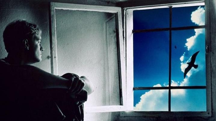 Orgoliul sau riscul rătăcirii între oglinzi paralele