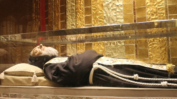 """""""L-am văzut murind pe Padre Pio"""""""