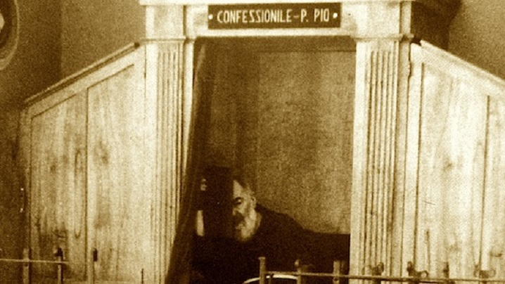 """Video: Diavolul a mers să se """"spovedească"""" la Padre Pio"""