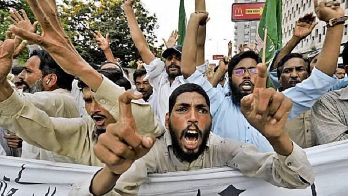 Acuze de blasfemie împotriva fiului unui fost guvernator din Pakistan